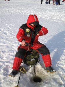 ice_fishing_in_miljoonapilkki_fishing_competition