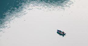 Vitt och blått hav